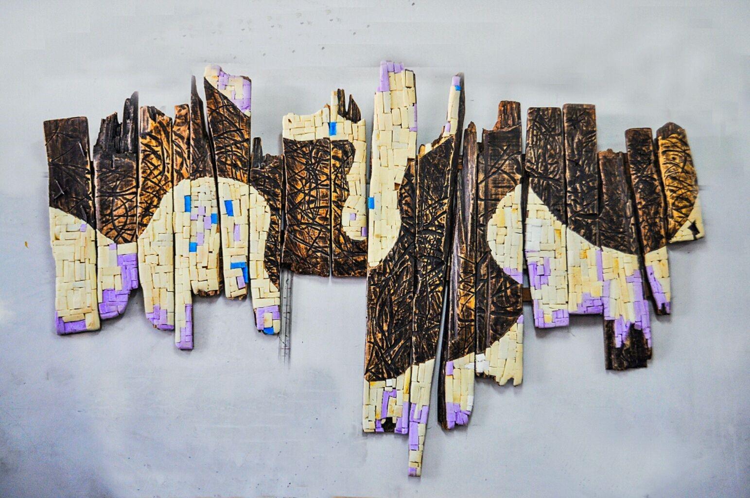 Akuba II, 2019, Mixed media, træ og flamingo, 100 x 232 cm