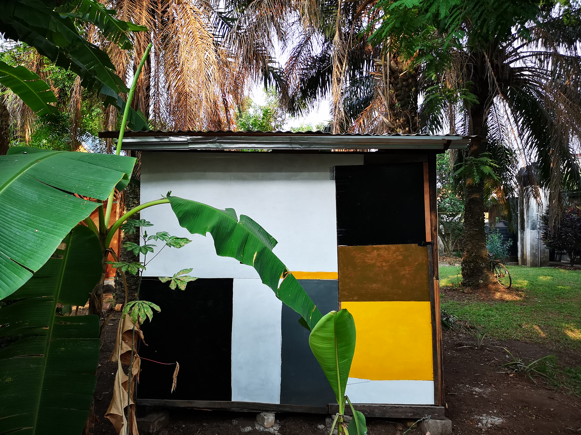 Atta Kwami: Kiosk, morning, back view, 2019, different material.